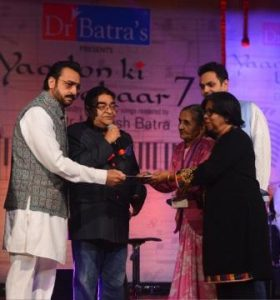 1.Dr Mukesh Batra, Gulshan Grover presenting a cheques for women from Widow Shephered Home